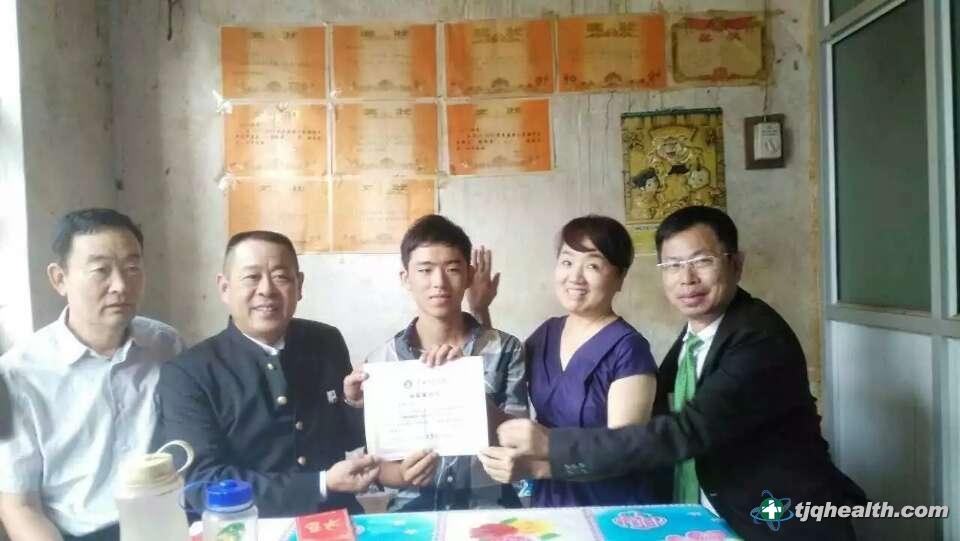 中国国际文化传播中心组织部长左津玲、易胜博线上官网权受资助学子