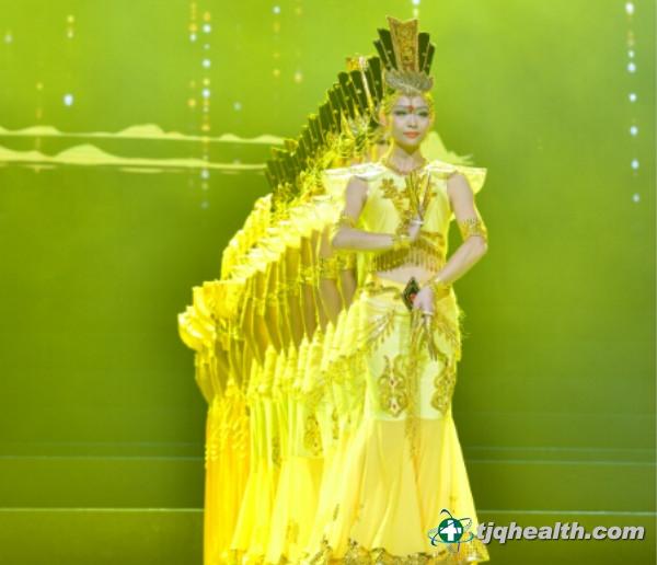 北京心灵呼唤残疾人艺术团表演《千手观音》